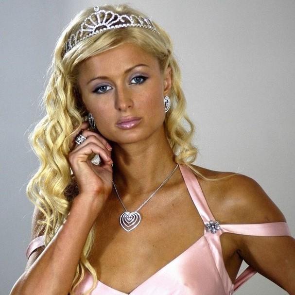 Paris Hilton: rainha do strass nos anos 2000 (Foto: Reprodução)