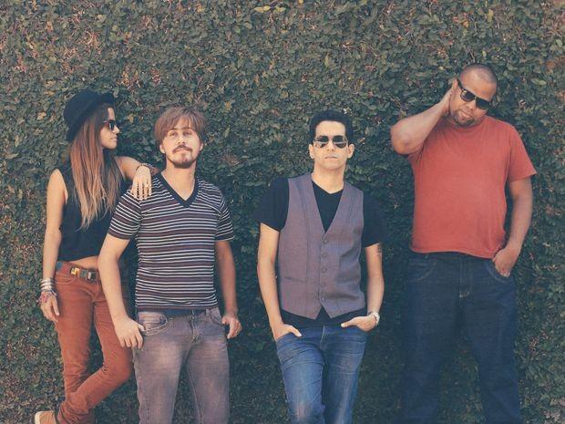 Banda baiana 'Canto dos Malditos na Terra do Nunca' (Foto: Natália Arjones/Divulgação)