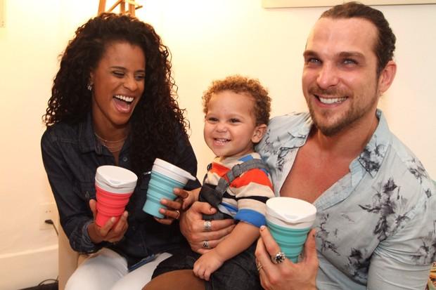 Igor Rickli com a esposa Aline e o filho Antônio (Foto: Anderson Borde/ Ag. News)