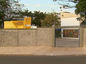 Menino é obrigado a cheirar cocaína em escola de Batatais (Foto: Alexandre Sá/EPTV)