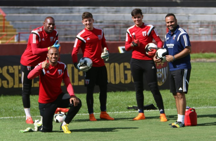 Neneca e goleiros do Botafogo-SP (Foto: Rogério Moroti/Ag. Botafogo)