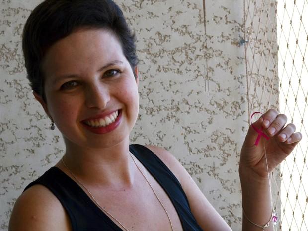 Curada do câncer, Lívia diz que aprendeu a dar valor às pequenas coisas do cotidiano' (Foto: Fernanda Testa/G1)