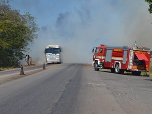 Incêndio na BR-153 Paraíso do Tocantins (Foto: Tony Rêgo/Surgiu)