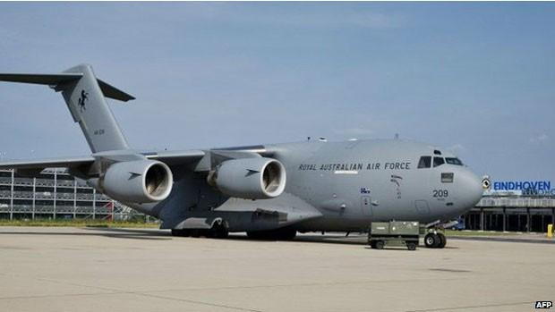 Umas das aeronaves que transportará os corpos é esse boing da Força Aérea australiana (Foto: AFP)