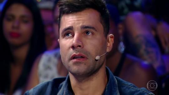 Rodrigo Sant'anna se emociona ao reviver infância no 'Tamanho Família'