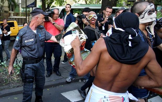 Protesto licitação maracanã (Foto: Guilherme Pinto / Agência O Globo)