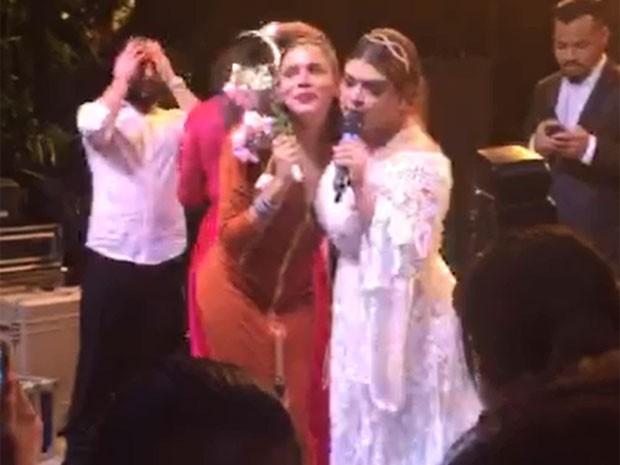 Marina Morena pega buquê em casamento de Preta Gil (Foto: EGO)