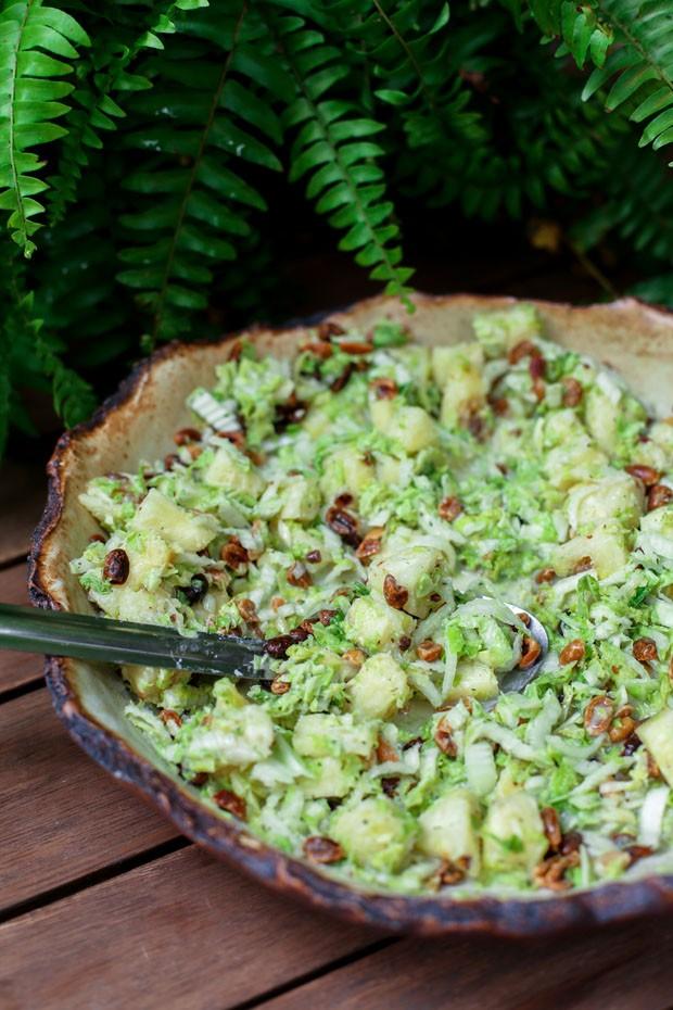 Salada de acelga com abacaxi e amendoim  (Foto: Simplesmente)