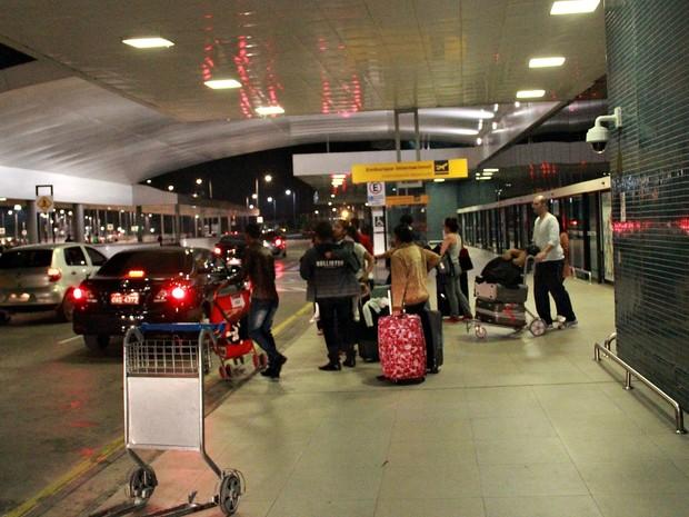 Passageiros que tiveram seus voos alternados foram encaminhados a um hotel na Zona Oeste de Manaus (Foto: Gabriel Machado/G1 AM)