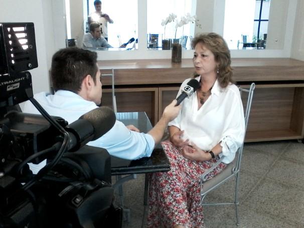 Marcos Pereira entrevista a historiadora Sandra Guedes para reportagem que retrata o jeito de falar do joinvilense (Foto: Hilton Maurente/RBS TV)