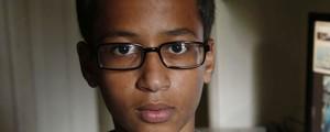 Jovem preso por relógio pede US$ 15 milhões de indenização nos EUA (Vernon Bryant/The Dallas Morning News via AP; Irving Police via AP; Reprodução/Twitter/@anildash)