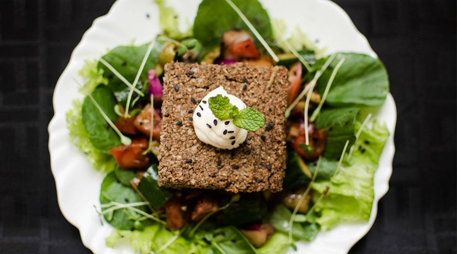 Uma das opções oferecidas pelo Meatless é o prato de salada verde com quibe vegetariano  (Foto: Divulgação)