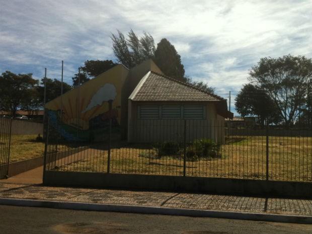 Funcionária da Biblioteca Pública Cidadã de Arapoti deve ser afastada, segundo Secretaria de Educação (Foto: Vanessa Rumor/RPC TV)
