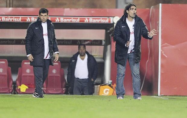 Fernandão orienta time no Inter (Foto: Alexandre Lops/Divulgação, Inter)