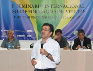 René Simões em seminário de gestão esportiva, em Florianópolis (Foto: Vandrei Bion, Avaí FC)