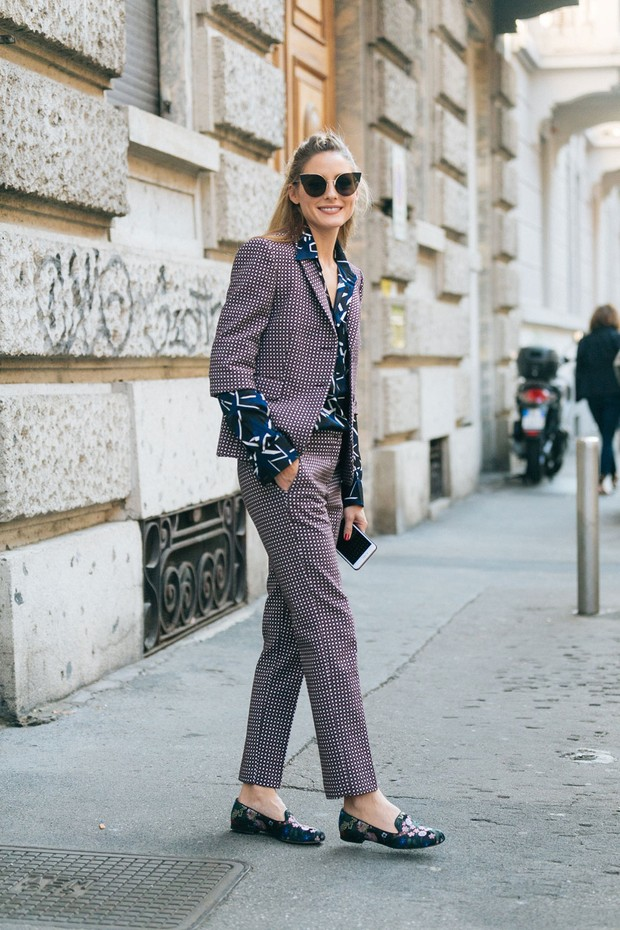 Olivia Palerm usa terninho estampado em evento vip (Foto: Getty Images)