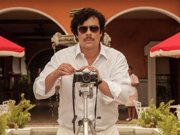 Benicio del Toro na pele do traficante colombiano Pablo Escobar em 'Escobar: Paradise lost' (Foto: Divulgação)