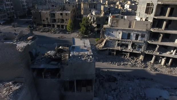 Drone mostra destruição em bairro rebelde de Aleppo (Foto: Reuters)