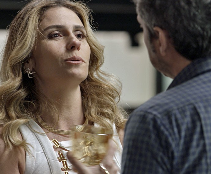Atena nem imagina o que lhe espera... (Foto: TV Globo)