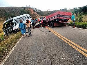Acidente na BA-131 (Foto: Fábio Barbosa/ Site: Augusto Urgente)