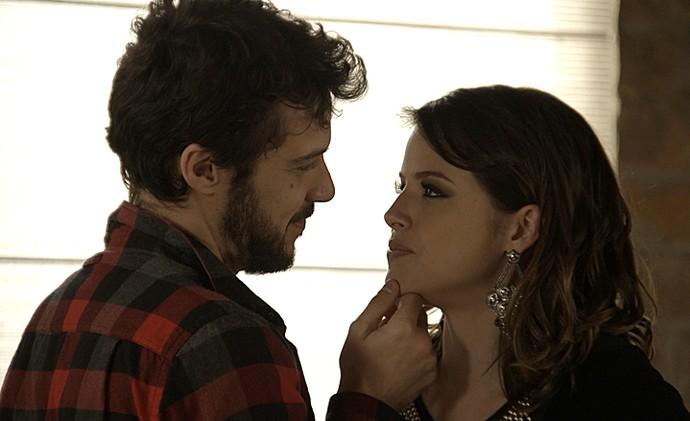Camila diz que precisa de Giovanni (Foto: TV Globo)
