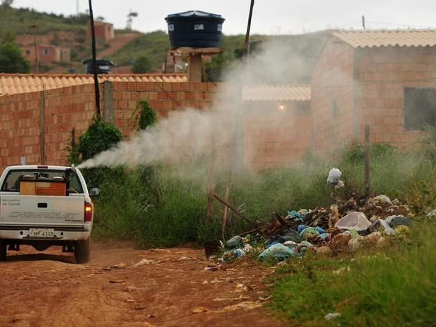 Carro do fumacê usado no DF em combate ao mosquito Aedes aegypti, transmissor da dengue, chikungunya, febre amarela e vírus zika (Foto: Pedro Ventura/Agência Brasília)