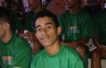 Prática do futsal ajuda aluno de Baixo Guandu a melhorar notas na escola