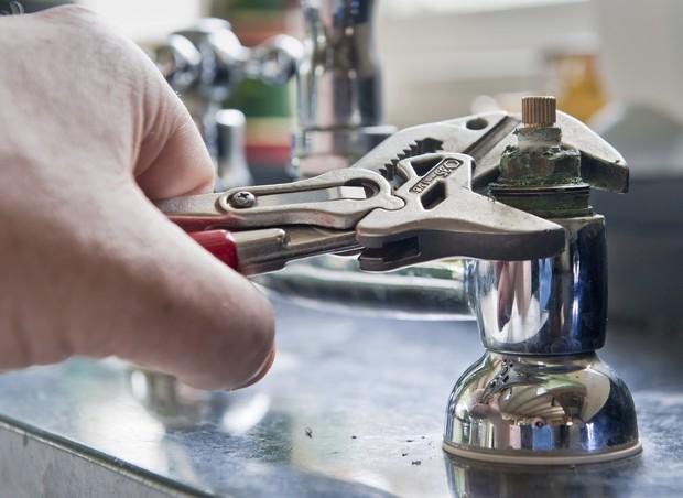 conserto de torneira (Foto: ThinkStock)