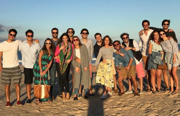 Sthefany Brito e  Igor Raschkovsky curtem Punta Del Este com grupo de amigos (Foto: Reprodução/Instagram)