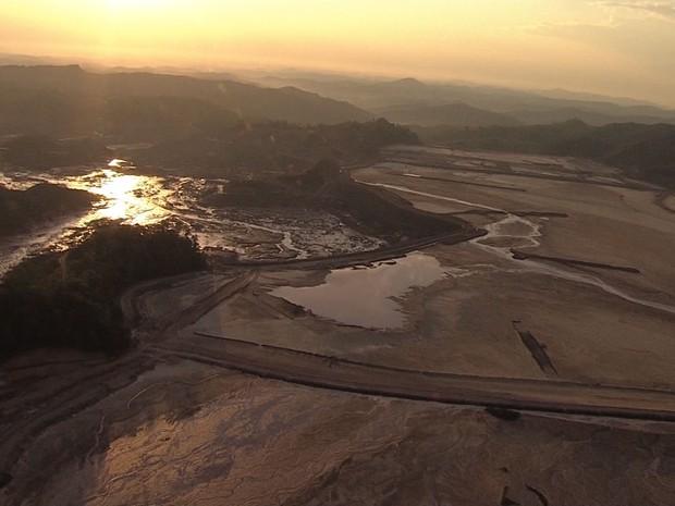 Imagens áreas desta sexta-feira (6) mostram área atingida por rompimento de barragens em MG (Foto: Reprodução/Globocop)
