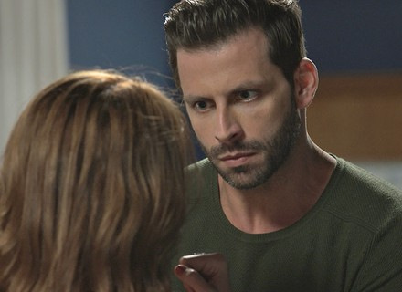 Gabo fica furioso com Ximena e a deixa assustada