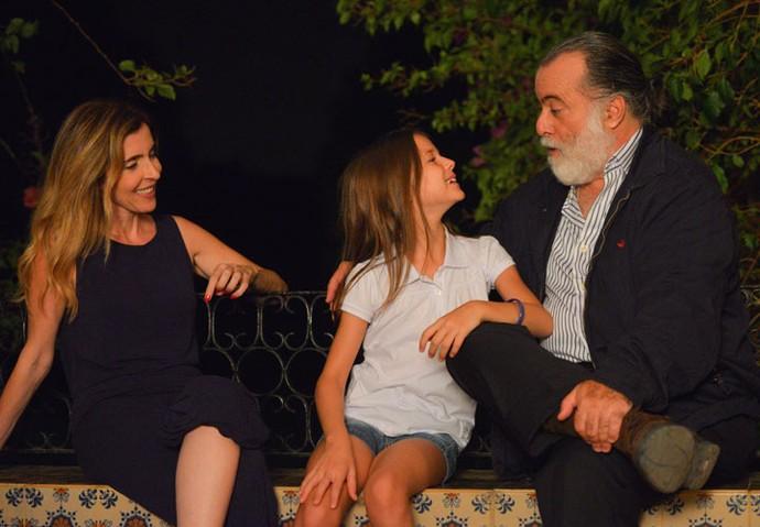 Deborah Evelyn, Tony Ramos e Letícia Braga se divertem nos bastidores (Foto: Pedro Carrilho/Gshow)