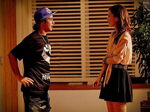 Débora e Tomás deixam para trás o clima de romance e viram amigos (Foto: Avenida Brasil / TV Globo)