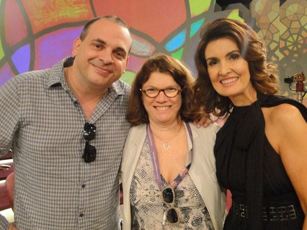 Denise Saraceni grava cena no Encontro e posa para foto com Fátima Bernardes e Fabrício Mambert (Foto: Encontro com Fátima Bernardes/ TV Globo)