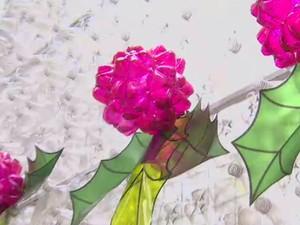 Enfeites de natal no centro de São José dos Campos são feitos de garrafa pet (Foto: Reprodução / TV Vanguarda)