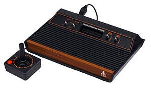 Atari 2600, um dos videogames mais conhecidos lançados pela companhia (Foto: Divulgação)