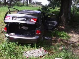 Desmanche de veículos em Marilândia (Foto: Polícia Militar de Meio Ambiente/Divulgação)