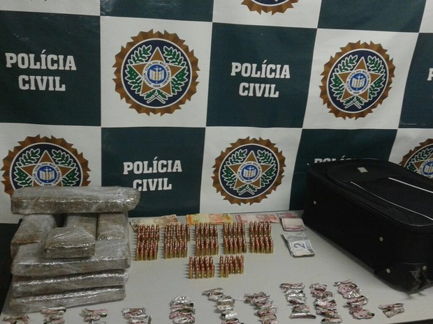 Material apreendido foi encontrado em cinco bairros de Resende (Foto: Fabrício Werneck/TV Rio Sul)