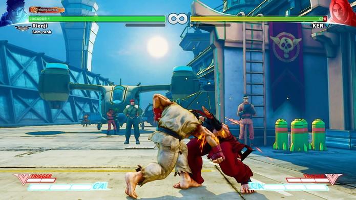 Soco forte é certeiro contra inimigos em Street Fighter 5 (Foto: Reprodução/Felipe Vinha)