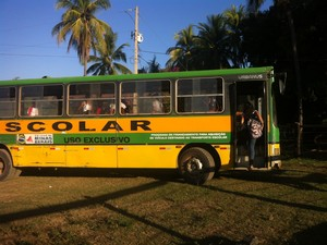 Demais estudantes foram embora em outro ônibus após a tragédia (Foto: Zana Ferreira/ G1)