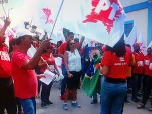 Manifestantes saíram da Praça da Matriz e foram até o Mercado Central (Foto: Reprodução / Inter TV)