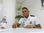 TE: Kayke, novo reforço do Santos, é apresentado no CT Rei Pelé