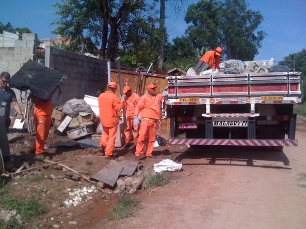 44 toneladas de lixo são retiradas de imóvel em São José dos Campos (Foto: Claudio Capucho/PMSJC)