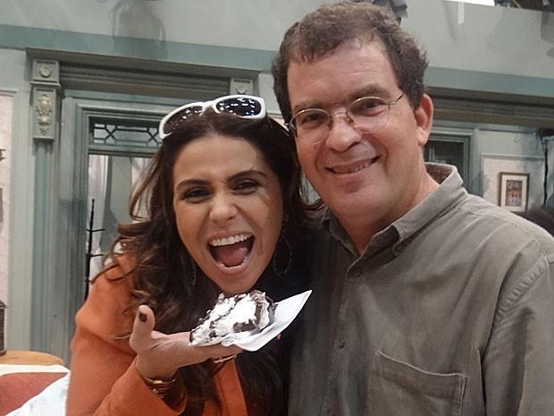 Giovanna Antonelli faz aniversário e recebe o carinho do diretor Marcos Schechtman (Foto: Salve Jorge/ TV Globo)