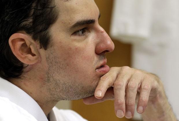 Richard Norris em foto de 18 de junho durante consulta ao psiquiatra que o acompanha após transplante de face. Imagem foi divulgada nesta sexta-feira (28) (Foto: Patrick Semansky/AP)
