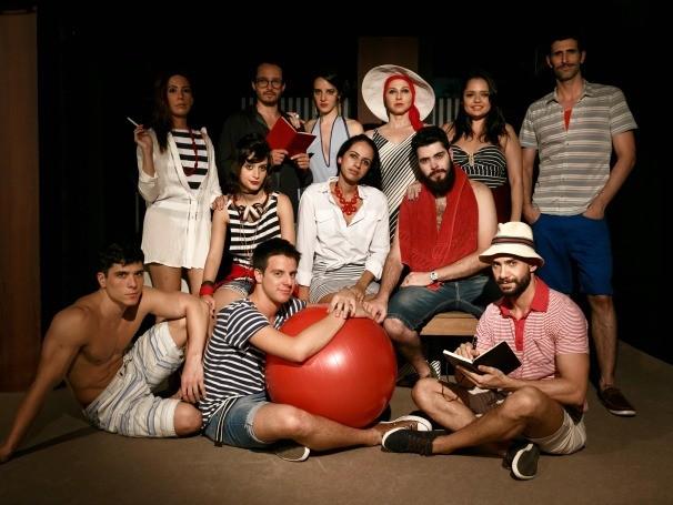 Grupo de amigos participa de uma festa de final de ano que acontece numa cidade do litoral (Foto: Divulgação/Allan Bravos)