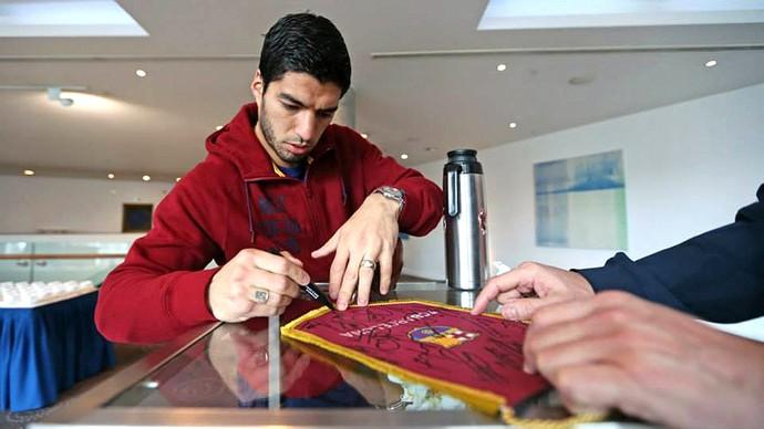 Luis Suárez Jogadores do Barcelona descansam no hotel em Manchester (Foto: Reprodução / Facebook)