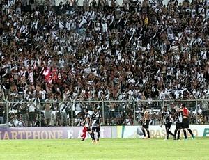 Jogadores da Ponte agradecem apoio da torcida (Foto: Luciano Santos/ PontePress)