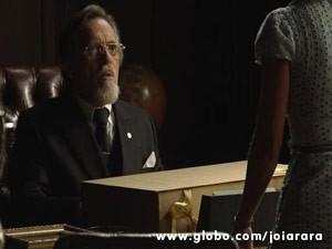 Ernest não pretende desistir de Iolanda tão cedo (Foto: Joia Rara/ TV Globo)