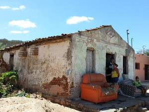 Morando em casas antigas, habitantes de Pedra Preta temem abalos sísmicos (Foto: Jorge Talmon/G1)